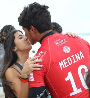 Gabriel Medina namorada Tayná Hanada Pipeline surfe (Foto: Marcio Fernandes/Estadão)