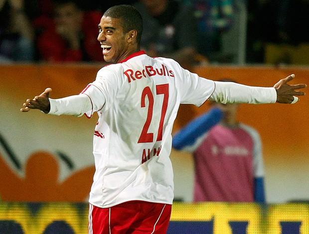 Alan comemora gol do Salzburg  (Foto: Reuters)
