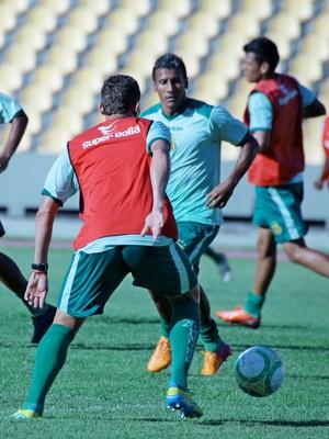 Válber deve fazer dupla de ataque com Edgar (Foto: Jornal O Estado)