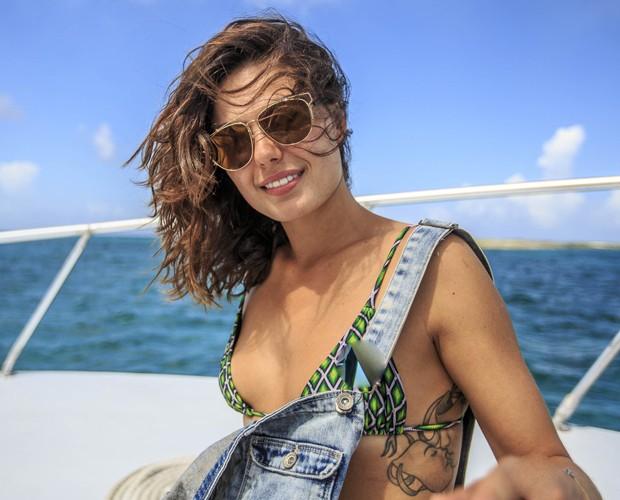 Isis Valverde posa com cabelo aos ventos e exibe tatuagem (Foto: Gshow)