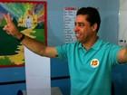 Recuperado de problemas de saúde, Marcelo Santos vota em Cariacica