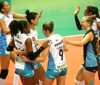 Rio de Janeiro X Araraquara - Super liga feminina de Vôlei (Foto: Alexandre Arruda / CBV)