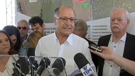 Governador de São Paulo é alvo de manifestação de moradores contra praça de pedágio em Tatuí