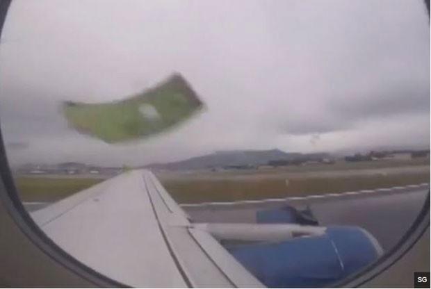 Passageiro filma momento em que avião perde parte da turbina em decolagem (Foto: BBC)