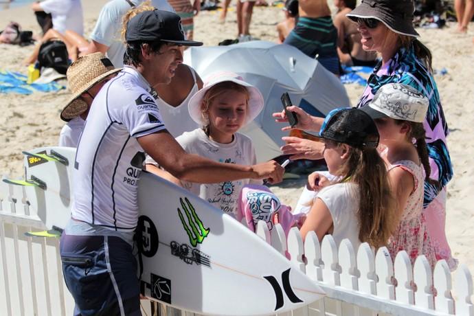 Miguel Pupo celebra vitória no round 4 da etapa de Gold Coast, Mundial de Surfe (Foto: Luciana Pinciara / Motion Photos)