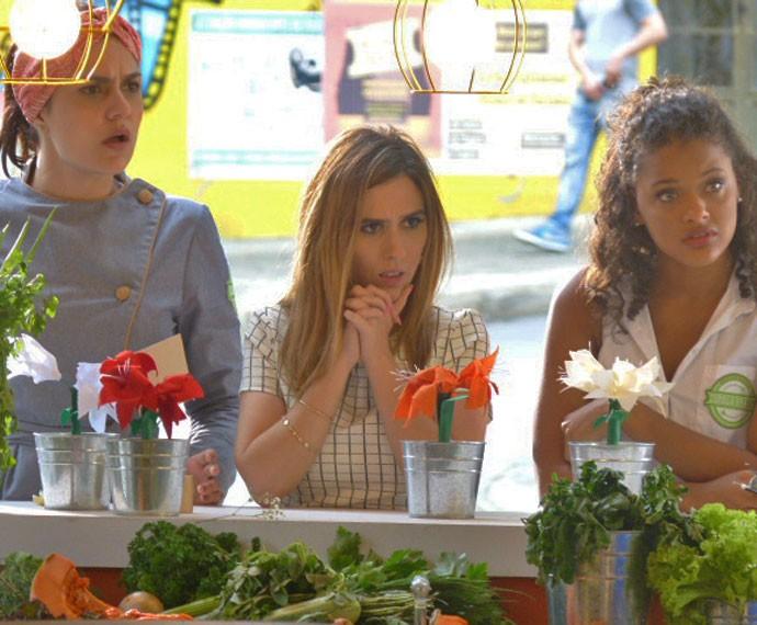 Olga, Danda e Lilica não acreditam quando o fiscal encontra baratas no Cebola Brava (Foto: Fábio Rosso/Gshow)