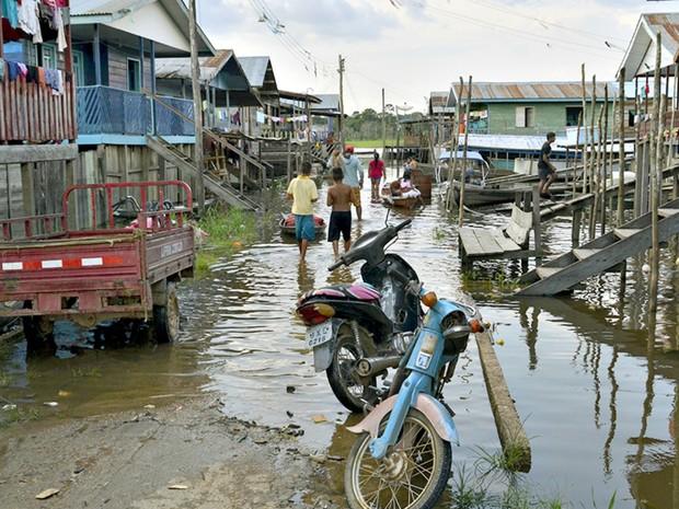 Rua de Benjamin Constant foi inundada pela águas Rio Javari (Foto: José Valdir/Prefeitura de Benjamin Constant)
