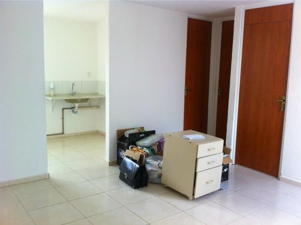 Apartamento de beneficiária é mantido fechado enquanto aguarda ser vendido (Foto: Adneison Severiano/G1 AM)