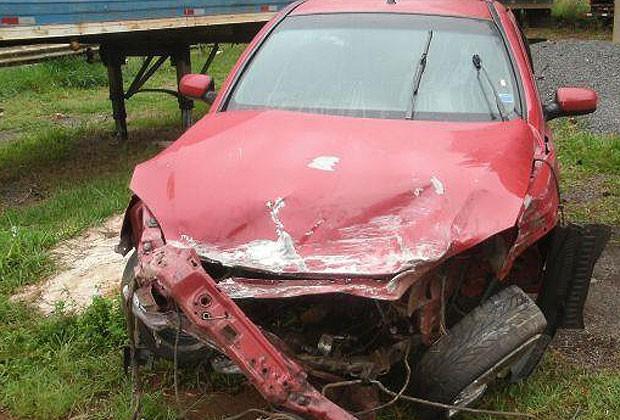 Homem morre ao ser arremessado para fora de carro na BR-153, em Goiás (Foto: Divulgação/PRF-GO)