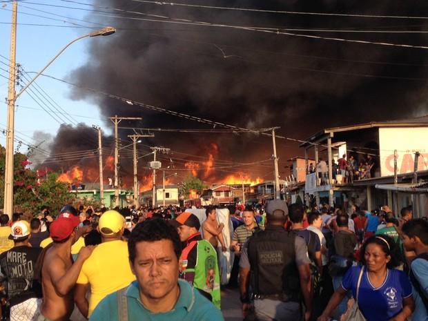 Incêndio começou no final da Rua Marcílio Dias, no bairro Perpétuo Socorro, Zona Oeste de Macapá (Foto: Graziela Miranda/G1)