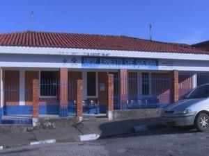 Crise de falta de médicos atinge postos de saúde de Angatuba (Foto: Reprodução/ TV TEM)