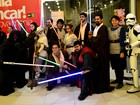 Pré-estreia de 'Star Wars' no AP tem fantasia de R$ 3 mil e família inteira fã