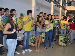 Alunos comemoram resultado do último vestibular da UFT (Foto: Caroline Falcão/Dicom UFT)