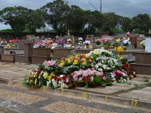 Túmulo da ex-mulher do cantor Hudson, no Cemitério da Saudade, em Limeira (Foto: Fernada Zanetti/G1)