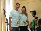 Ex-BBBs Fran e Diego vão a desfile solidário