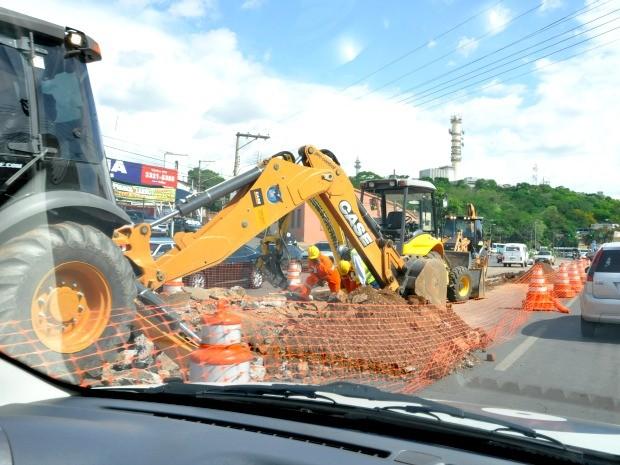 Avenida Prainha, entre o Morro da Luz e a rua Generoso Ponce, retarda a viagem do motorista: a reportagem chegou a demorar 12 minutos para vencer o trecho de aproximadamente 700 metros. (Foto: Ana Cláudia Guimarães / G1)