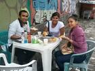 Candidatos do AM lotam barracas de comida e 'recarregam' após Enem