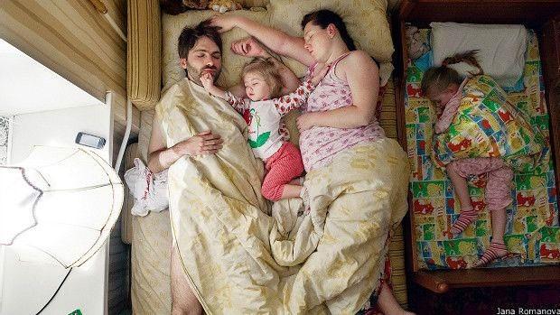 Em outros casos, os casais deram as chaves de seus apartamentos para que ela entrasse nas primeiras horas da manhã (Foto: Jana Romanova)