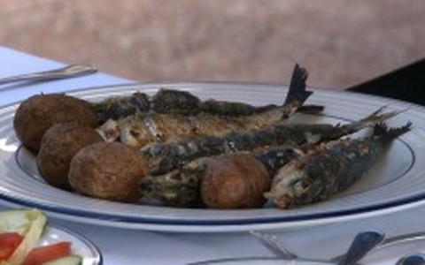 Sardinhas assadas na brasa com batatas