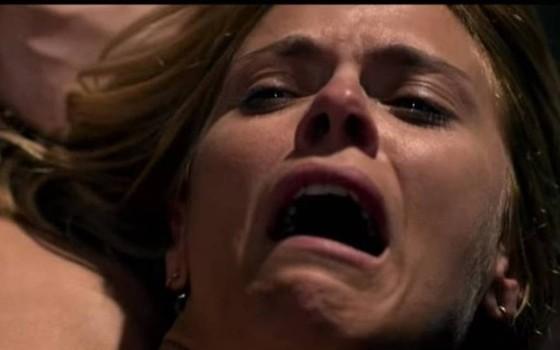 Carolina protagoniza cenas fortes em O Silêncio do céu, que estreia nos cinemas dia 22   (Foto: Divulgação)