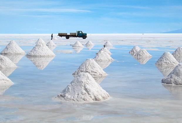 Salar de Uyuni, o maior salar do mundo, localizado na Bolívia