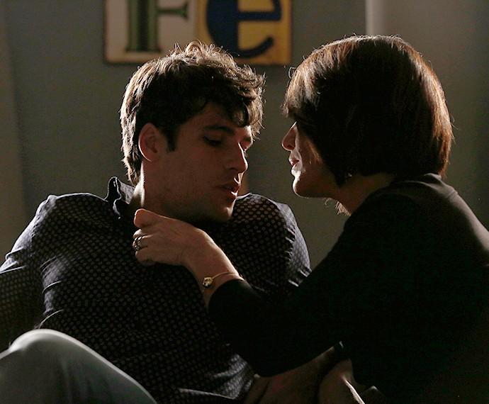Beatriz envolve Murilo (Foto: Raphael Dias/Gshow)