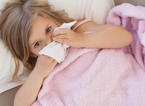Nariz escorrendo é um dos sintomas da bronquiolite (Foto: Thinkstock)