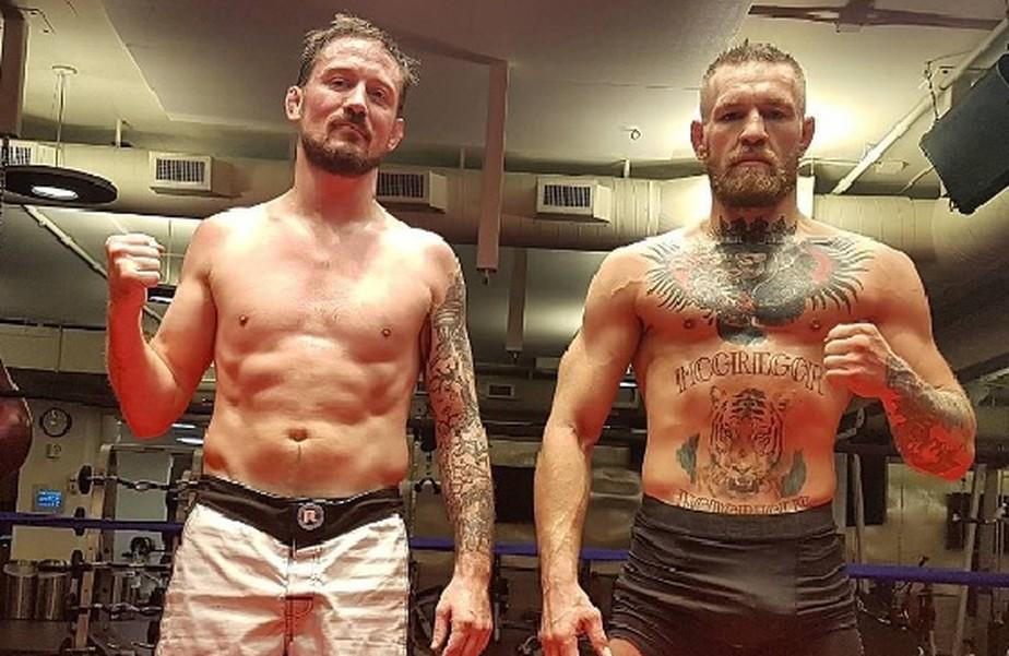 Boxeadores oferecem ajuda a McGregor, e técnico já fala em revanche com Floyd
