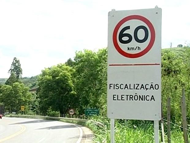 Motoristas reclamam de sinalização e funcionamento de radares no ES (Foto: Reprodução/TV Gazeta)