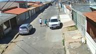 Imagens de câmera de segurança mostram assaltantes tentando roubar carro em Taguatinga
