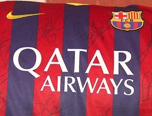 Camisa do Barcelona é leiloada em São Carlos-SP (Foto: Felipe Lazzarotto/EPTV)