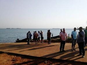 Pescadores e moradores se reuniram na rampa para pedir que ela não seja demolida (Foto: Osmar da Silva/Arquivo Pessoal)