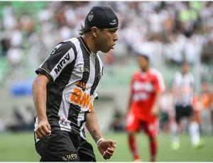 Luan recebe alta e deixa o hospital (Foto: Bruno Cantini  / Site Oficial do Atlético-MG)