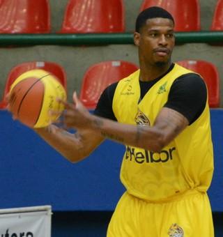 Shamell treino Mogi das Cruzes basquete (Foto: Cairo Oliveira)