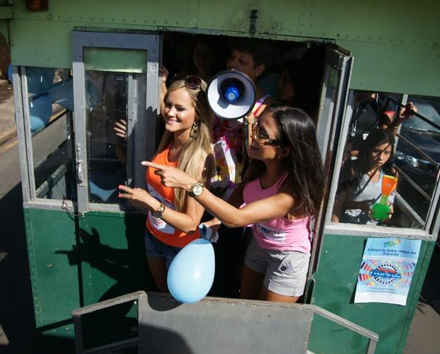 Meninas se encantam com as ruas de Botucatu