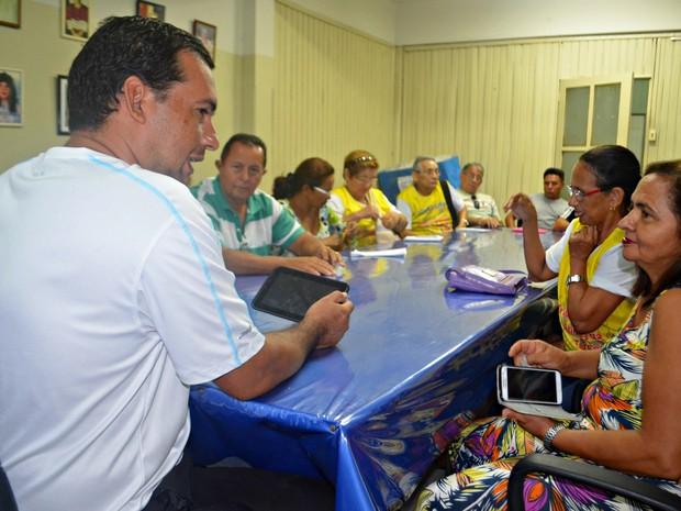 Grupo se reune toda sexta-feira no Colégio de Aplicação da Ufac (Foto: Aline Nascimento/G1)