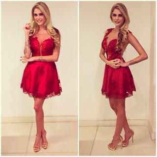 Bárbara Evans escolhe look vermelho para ano novo (Foto: Reprodução/ Instagram)