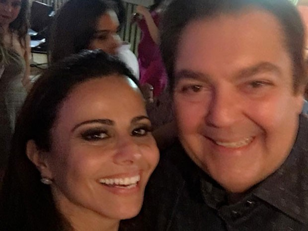 Viviane Araújo e Fausto Silva em festa em São Paulo (Foto: Instagram/ Reprodução)