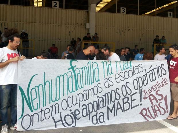 Funcionários demitidos da Mabe recebem apoio em acampamento em Campinas (Foto: Vanderlei Duarte/EPTV)