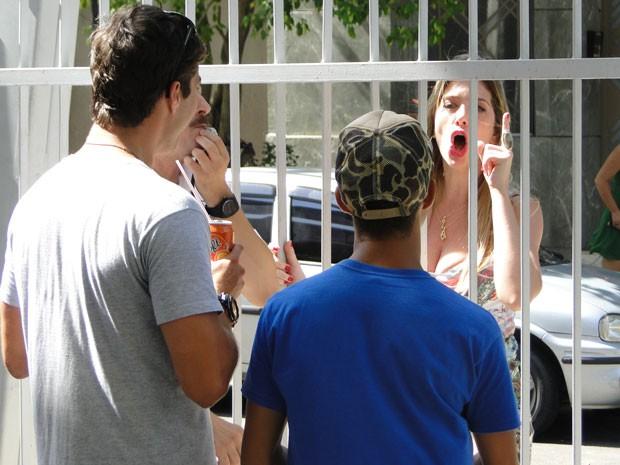 Robson diz a Britney que vai conseguir juntar dinheiro para seu pagamento (Foto: Malhação / Tv Globo)