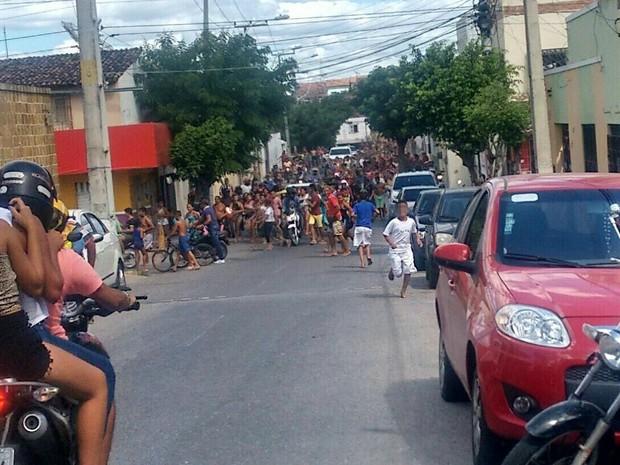 Polícia prende 70 suspeitos de apologia ao crime em marcha que marcaria 'paz' entre facções criminosas (Foto: Blog Sinhá Saboia)