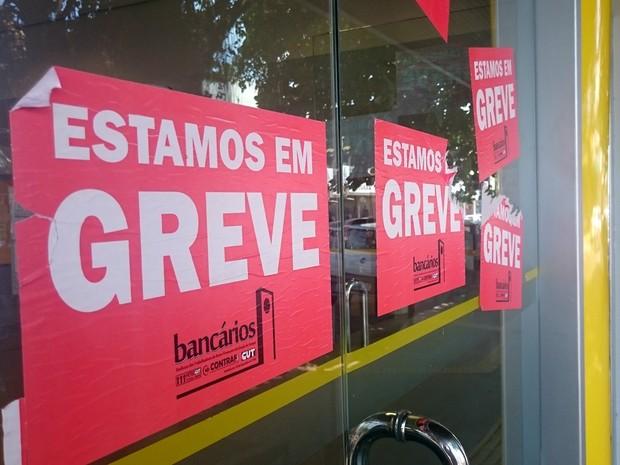 Bancários negam acordo com bancários e continuam greve (Foto: Fabiana Figueiredo/G1)