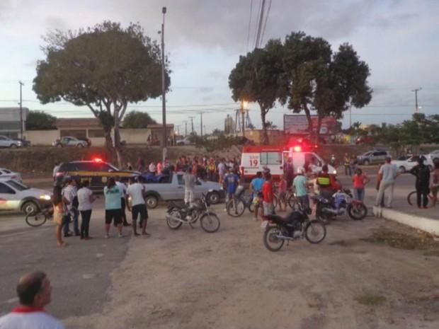 Vítima foi atropelada no município de Eunápolis (Foto: Reprodução / TV Santa Cruz)