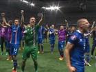 Islandeses comemoram vitória inédita contra a Inglaterra na Eurocopa