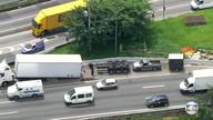 Carreta perde parte do chassi na Marginal Tietê