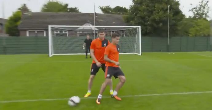 BLOG: Philippe Coutinho tenta copiar golaço de Bergkamp e só consegue na 4ª chance