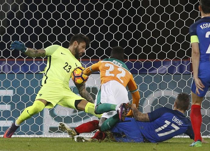 Costil defende conclusão de Pepe no amistoso entre França e Costa do Marfim (Foto: AP Photo/Michel Spingler)