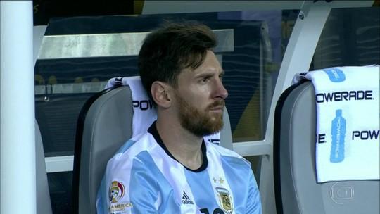 Maradona defende Messi e pede  que ele não deixe a seleção argentina