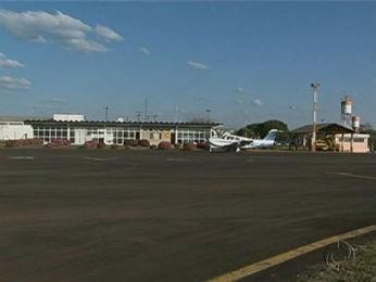Entre as obras previstas no aeroporto de Guarpauava está a reforma do terminal de embarque e desembarque e a ampliação da pista. (Foto: Reprodução/RPC TV)