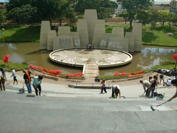 Parque de Bauru sofre com pichações (Foto: César Evaristo / TV TEM)